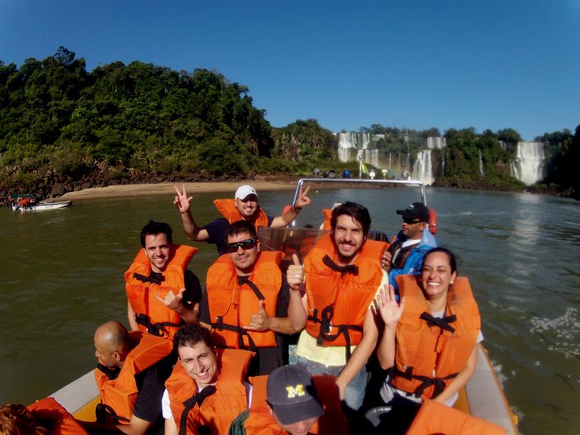 Macuco Safári: eu e uma turma de blogueiros durante um passeio alucinante pelas cataratas (Foto: Divulgação / Abr-2012)