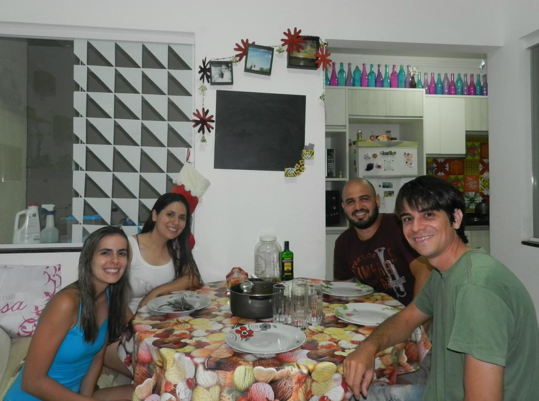 Tivemos o prazer de preparar um stronogonoff de frango já famoso lá em casa para a Rineli e o Rafa